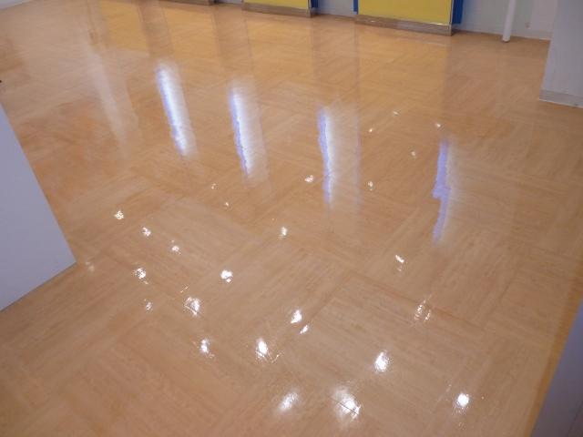 商業施設の床掃除