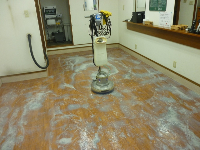 滋賀で床ワックス剥離