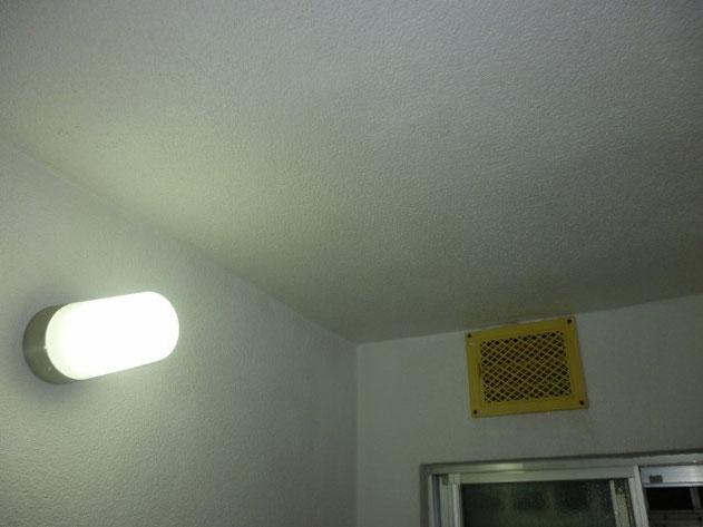 モルタル仕上げのお風呂の壁・天井のカビ汚れ