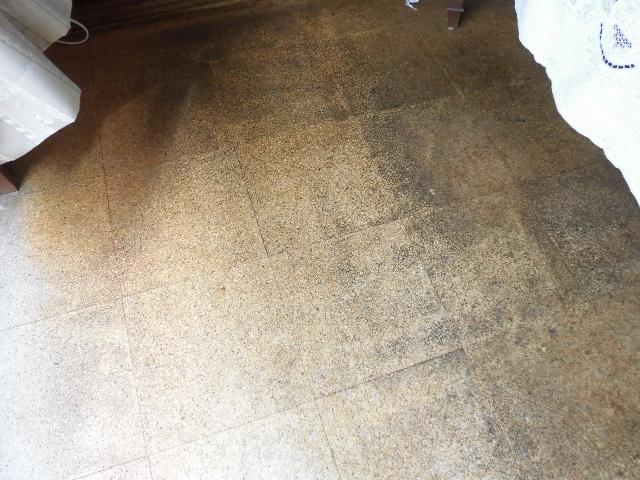 コルク床掃除