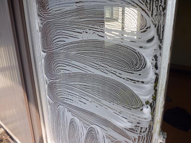 守口市で窓とベランダの掃除