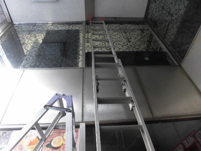 大阪市で店舗窓ガラス掃除